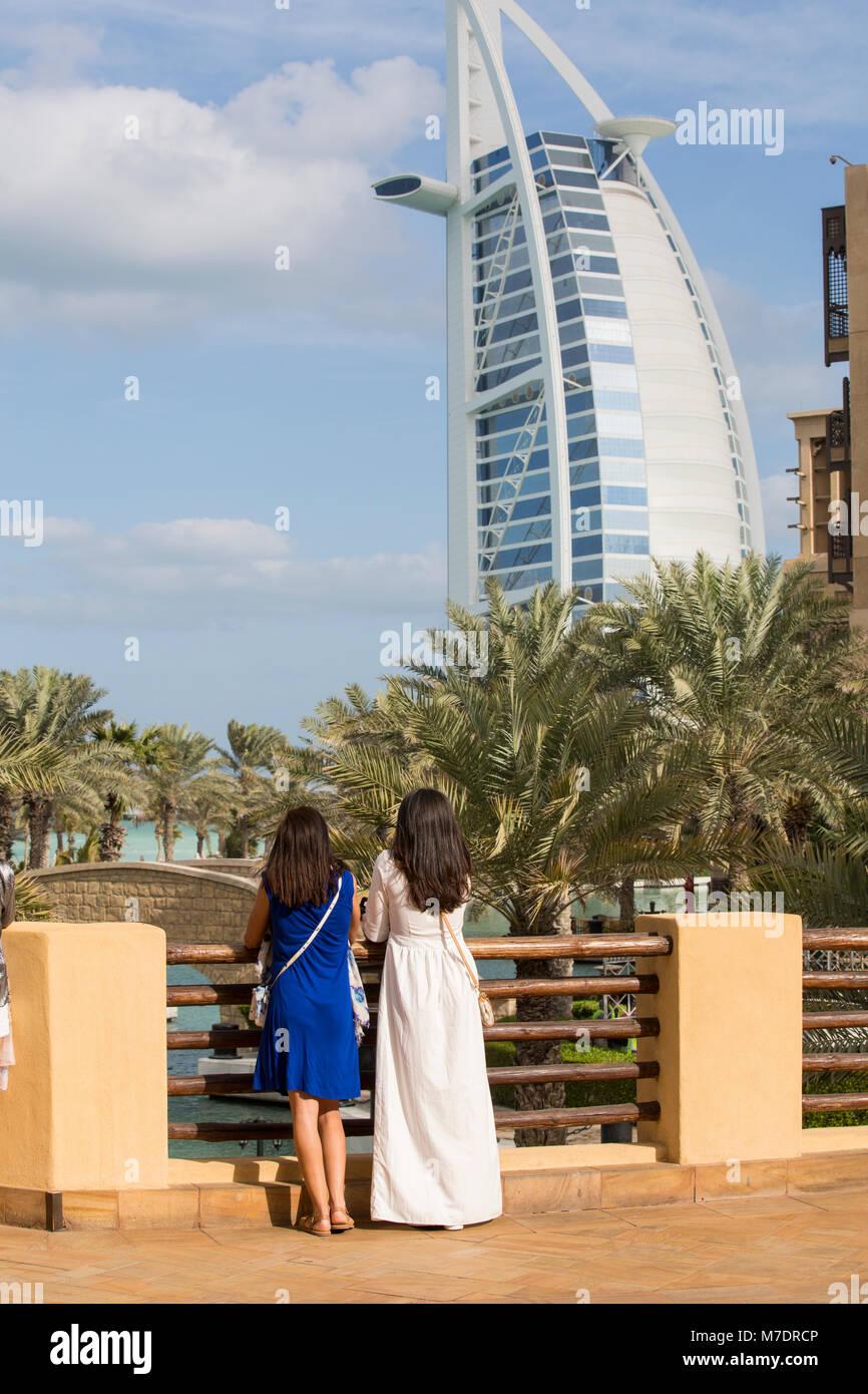 Female tourists at Madinat Jumeirah Dubai UAE - Stock Image
