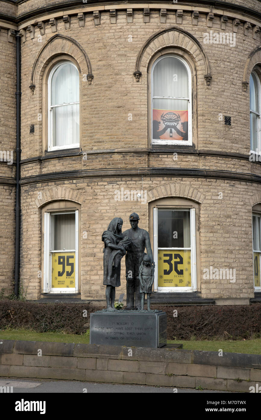 A statue outside the NUM offices in Barnsley, South Yorkshire. - Stock Image