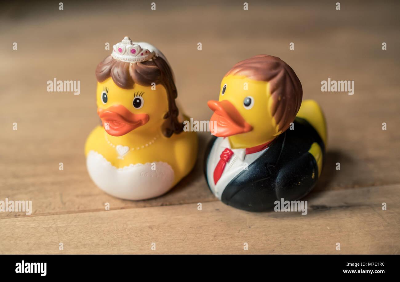 Rubber duck couple Stock Photo: 176715028 - Alamy