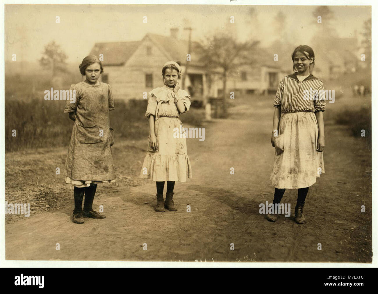 Some of the young workers (not the youngest) in the Kosciusko Cotton Mills. Superintendent objected to my taking - Stock Image