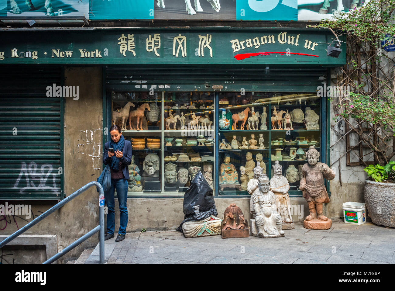Chinese Antiquities and Collectables Shop, Hong Kong - Stock Image