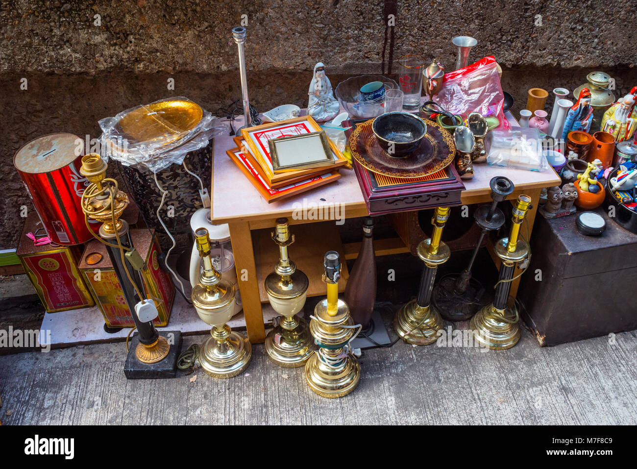 Lamps and Collectables, Cat Street Market, Hong Kong - Stock Image