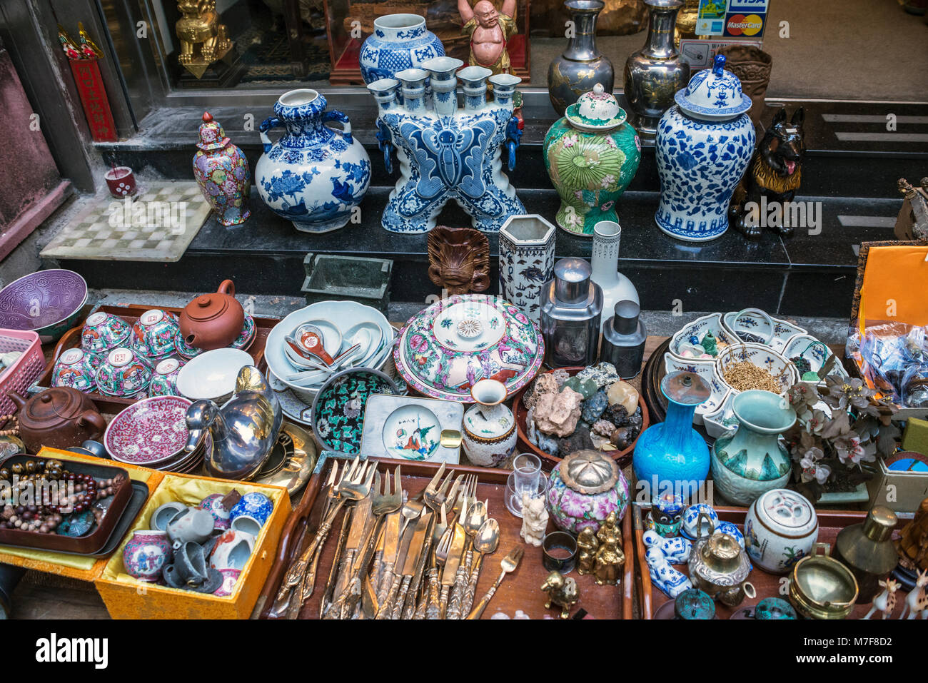 Ceramics and other Collectables, Cat Street Market, Hong Kong - Stock Image