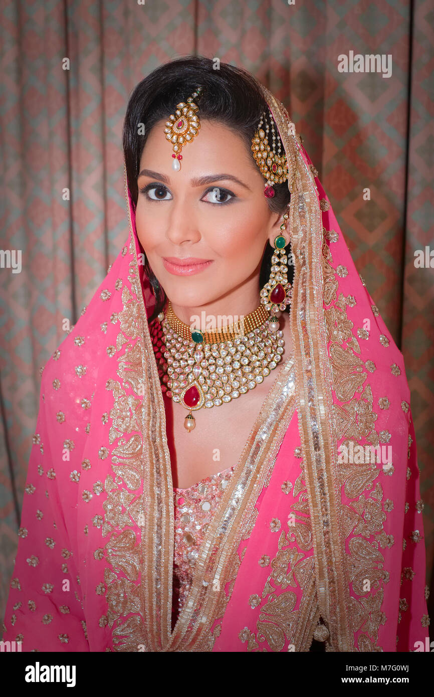 Sikh Bride Traditional Stock Photos & Sikh Bride Traditional Stock ...