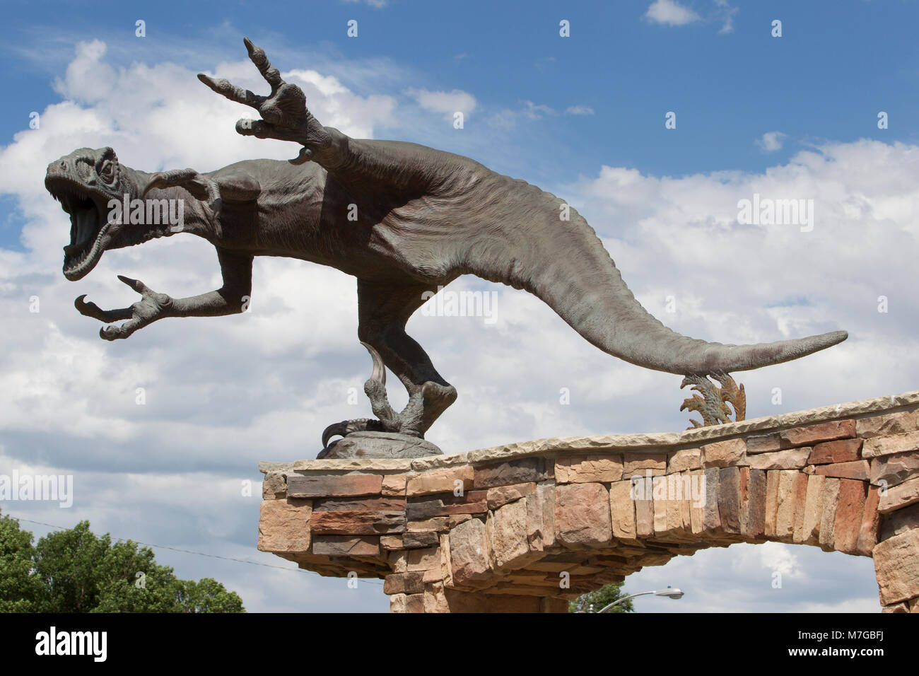 Utahraptor sculpture greets visitors with an extended 'terrible claw' on both feet, CEU Prehistoric Museum, - Stock Image
