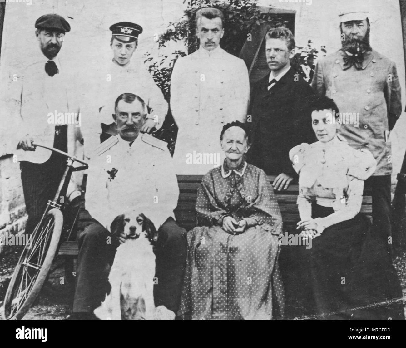 Russischer Photograph um 1896 - Die Familie des Fürsten M.I. Koslowskij. Neben den beiden Söhnen deren - Stock Image