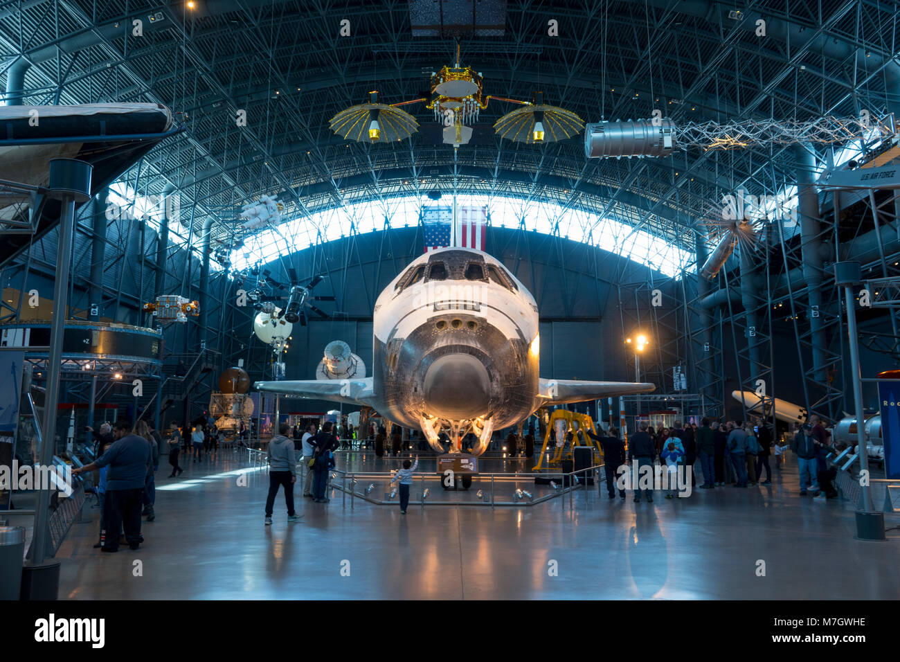 Steven F. Udvar-Hazy Center Smithsonian National Air and Space Museum Chantilly Virginia VA Space Shuttle Discovery - Stock Image