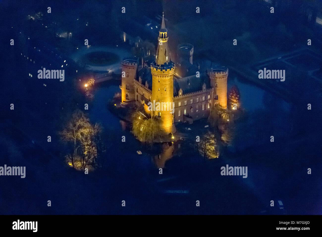 Luftbild, Bedburg-Hau, Niederrhein, neugotisches Schloss, historisierender Tudorstil, Wasserschloss, Schloss Moyland, - Stock Image