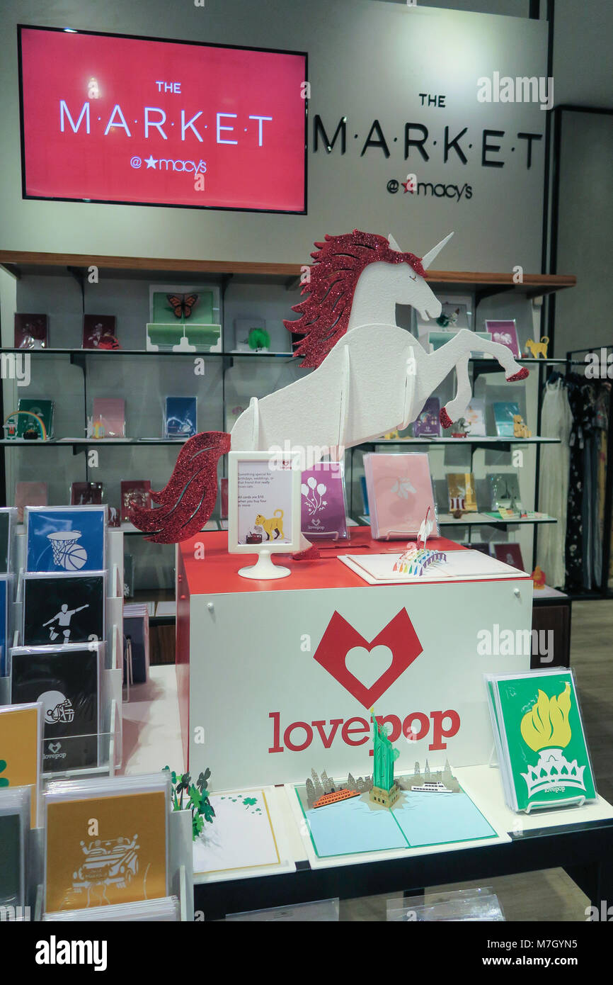 Lovepop cards at the market in Macy's department store, NYC, USA - Stock Image