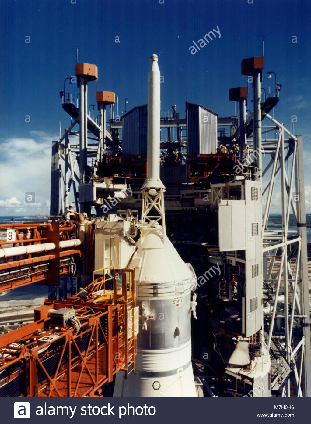 lunar bound spacecraft - photo #13