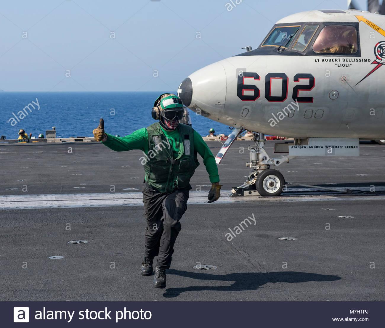 USS George HW Bush (CVN 77). MEDITERRANEAN SEA (July 12, 2017) A Sailor signals during flight operations aboard Stock Photo