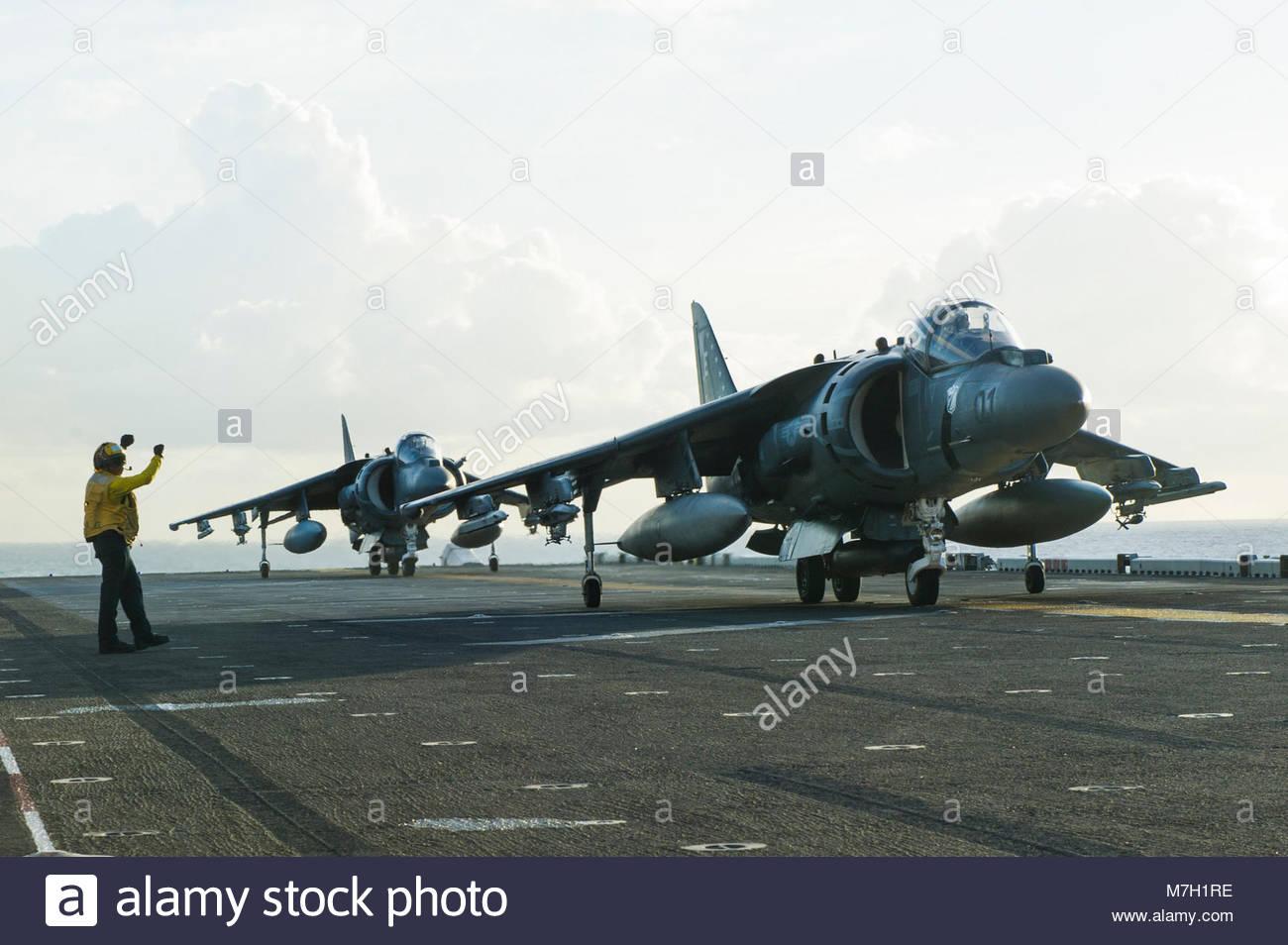 McDonnell Douglas (now Boeing) AV-8B Harrier. PACIFIC OCEAN (July 16, 2017) Aviation Boatswain's Mate (Handling) Stock Photo