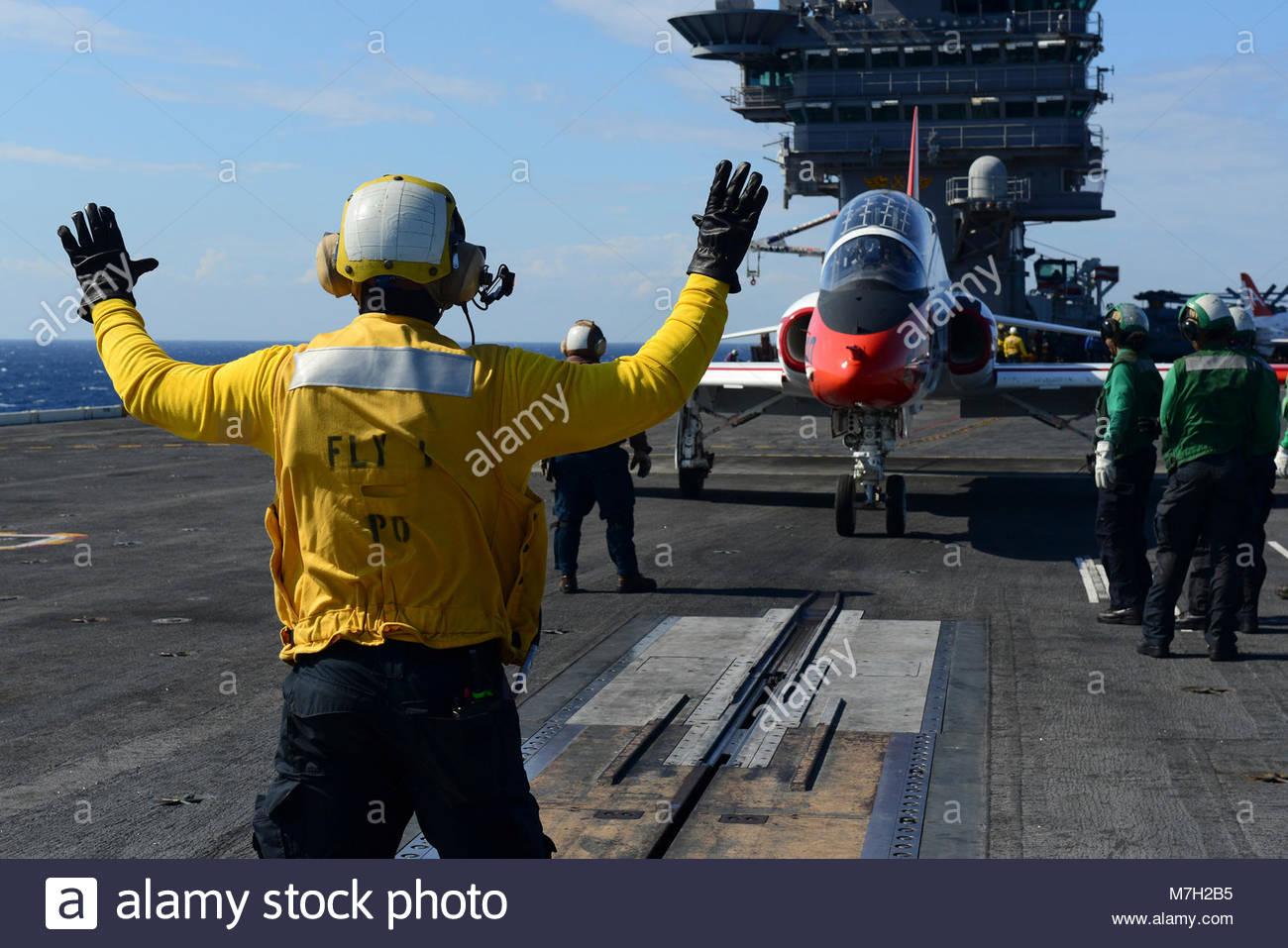 McDonnell Douglas (now Boeing) T-45C Goshawk. ATLANTIC OCEAN (Sept. 16, 2017) Aviation Boatswain's Mate (Handling) - Stock Image