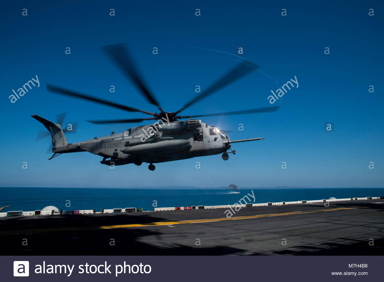 "Sikorsky CH-53E Super Stallion. CORAL SEA (Aug. 18, 2017) A CH-53E Super Stallion helicopter assigned to the ""Dragons"" - Stock Image"