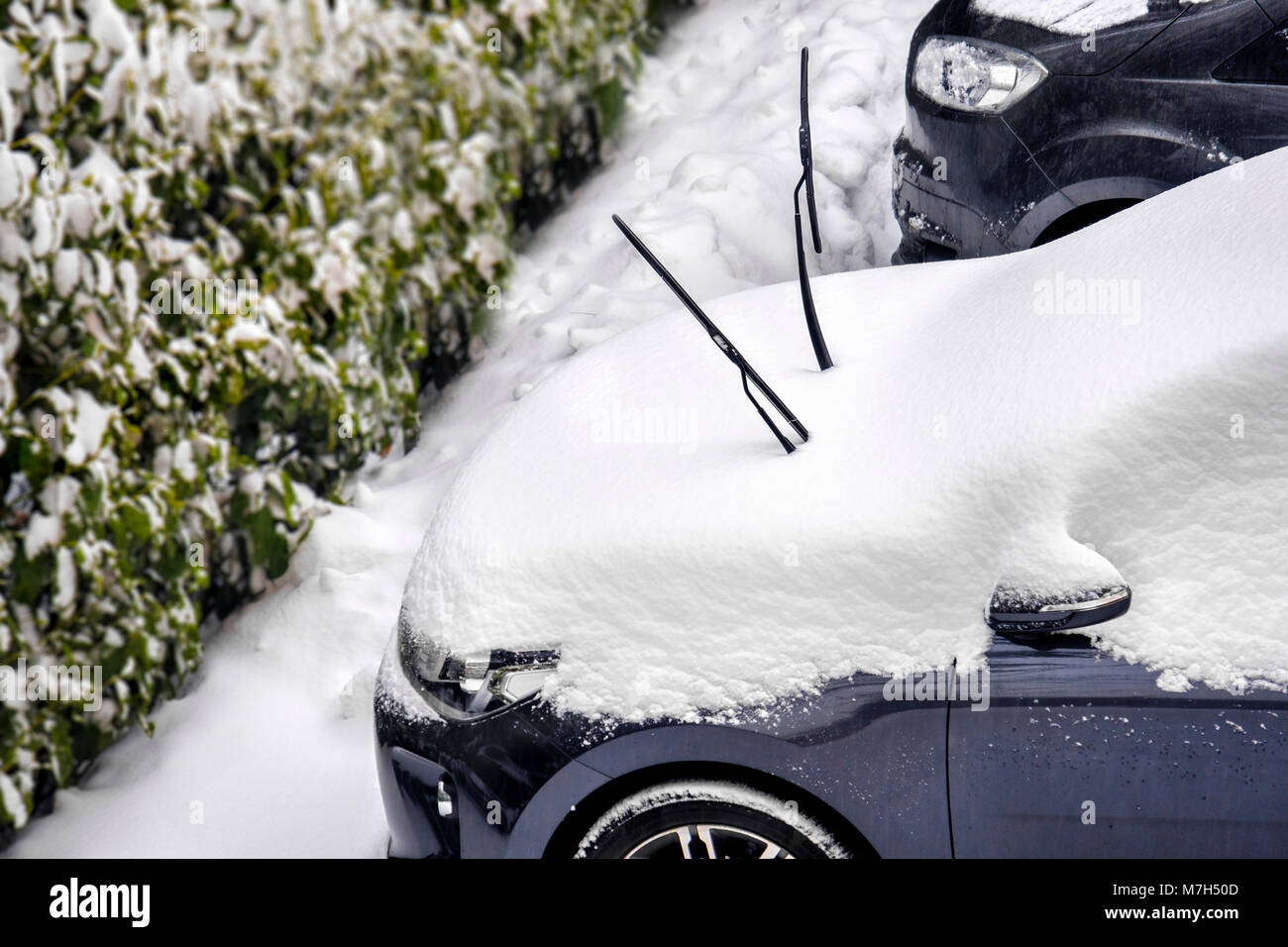 windscreen wiper snow prevent scraping windshield wipers - Stock Image