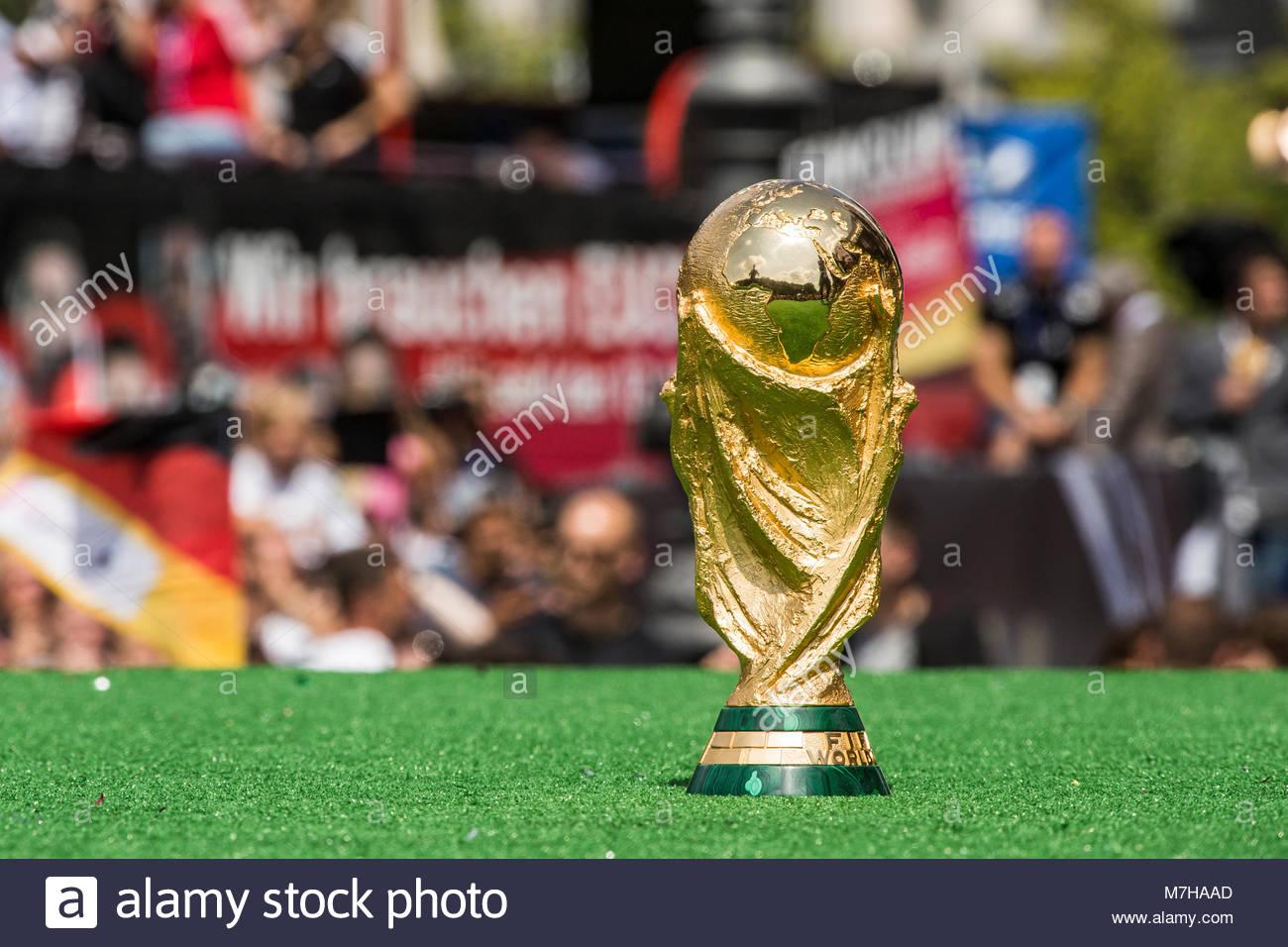 15.07.2014, der FIFA-WM-Pokal, der Deutschen Fußball-Nationalmannschaft, beim Empfang der Weltmeister auf der Fanmeile Stock Photo
