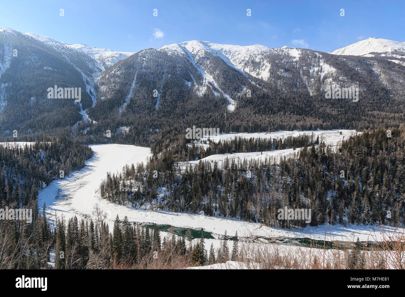 Crescent Moon Bend or Yue Liang Wan in Winter, Kanas Lake, Kanas Nature Reserve, Xinjiang, China Stock Photo