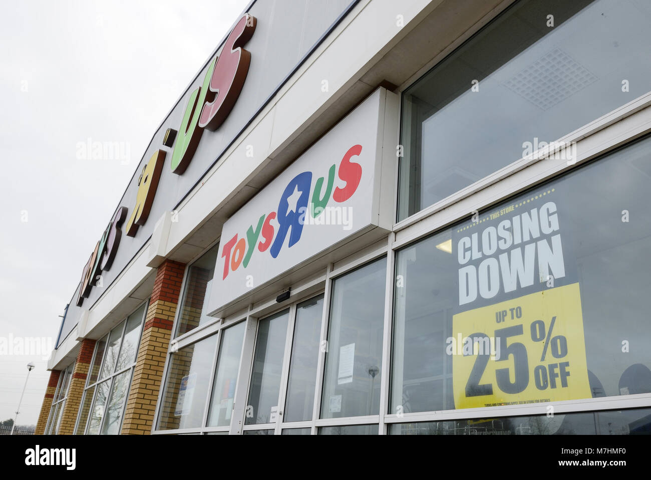 Toys R Us store on a retail park in Chester UK - Stock Image