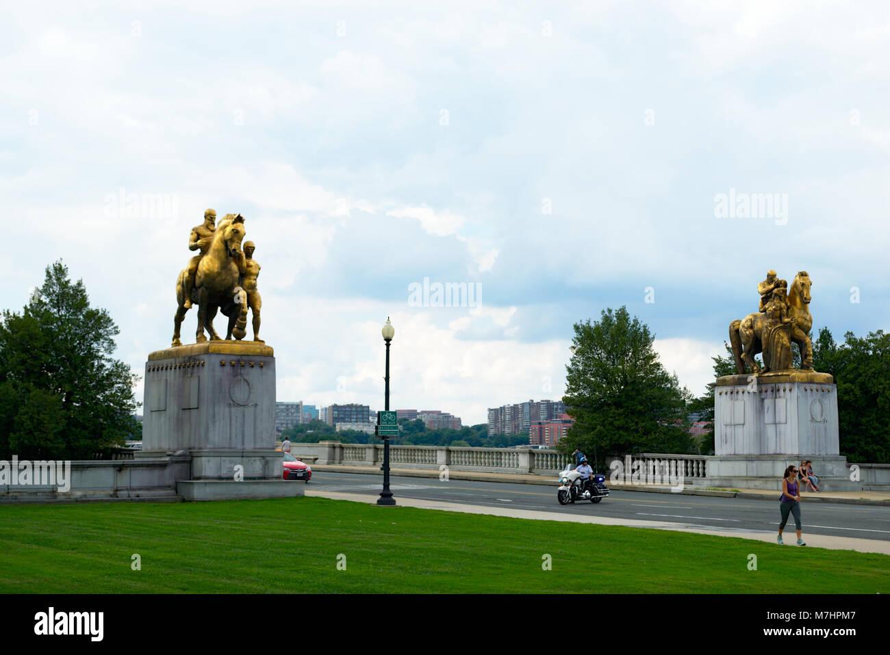 Memorial Bridge Statues , Arts of War and Arts of  Peace - Stock Image