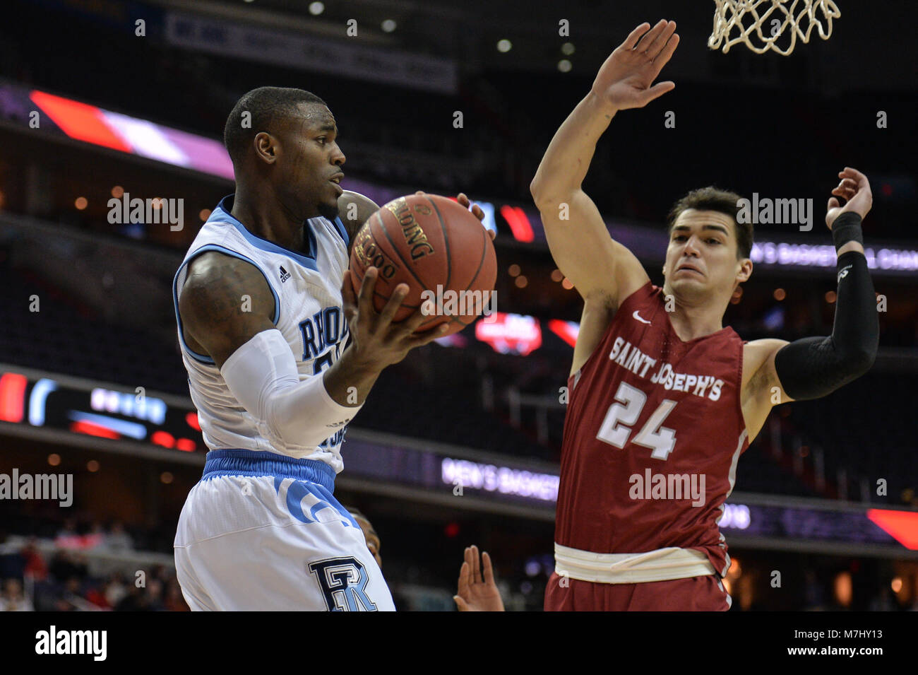 Washington, DC, USA. 10th Mar, 2018. JARED TERRELL (32) passes around PIERFRANCESCO OLIVA (24) during the semi-final - Stock Image