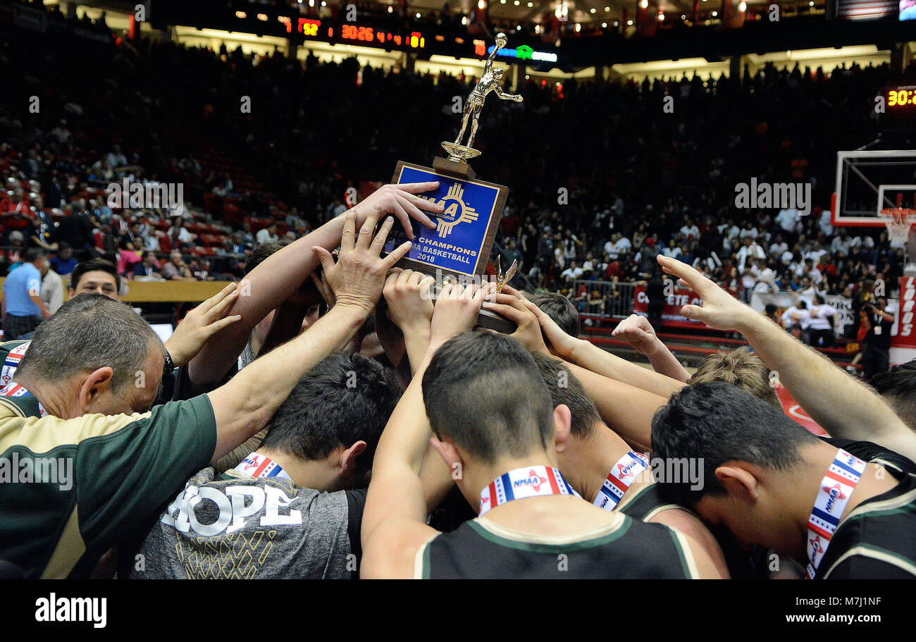Albuquerque, NM, USA. 10th Mar, 2018. Members of Hope High hoist the championship trophy after beating Bernalillo 81-52 for the 4A championship. Saturday, March. 10, 2018. Credit: Jim Thompson/Albuquerque Journal/ZUMA Wire/Alamy Live News Stock Photo