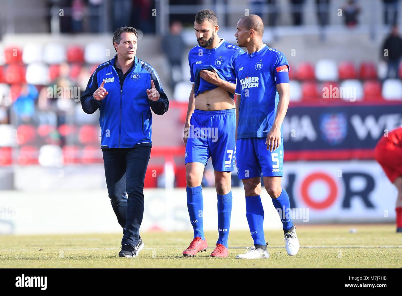 after dem Spiel: left to right coach Alois Schwartz (KSC), Daniel Gordon (KSC), David Pisot (KSC).  GES/ Fussball/ - Stock Image