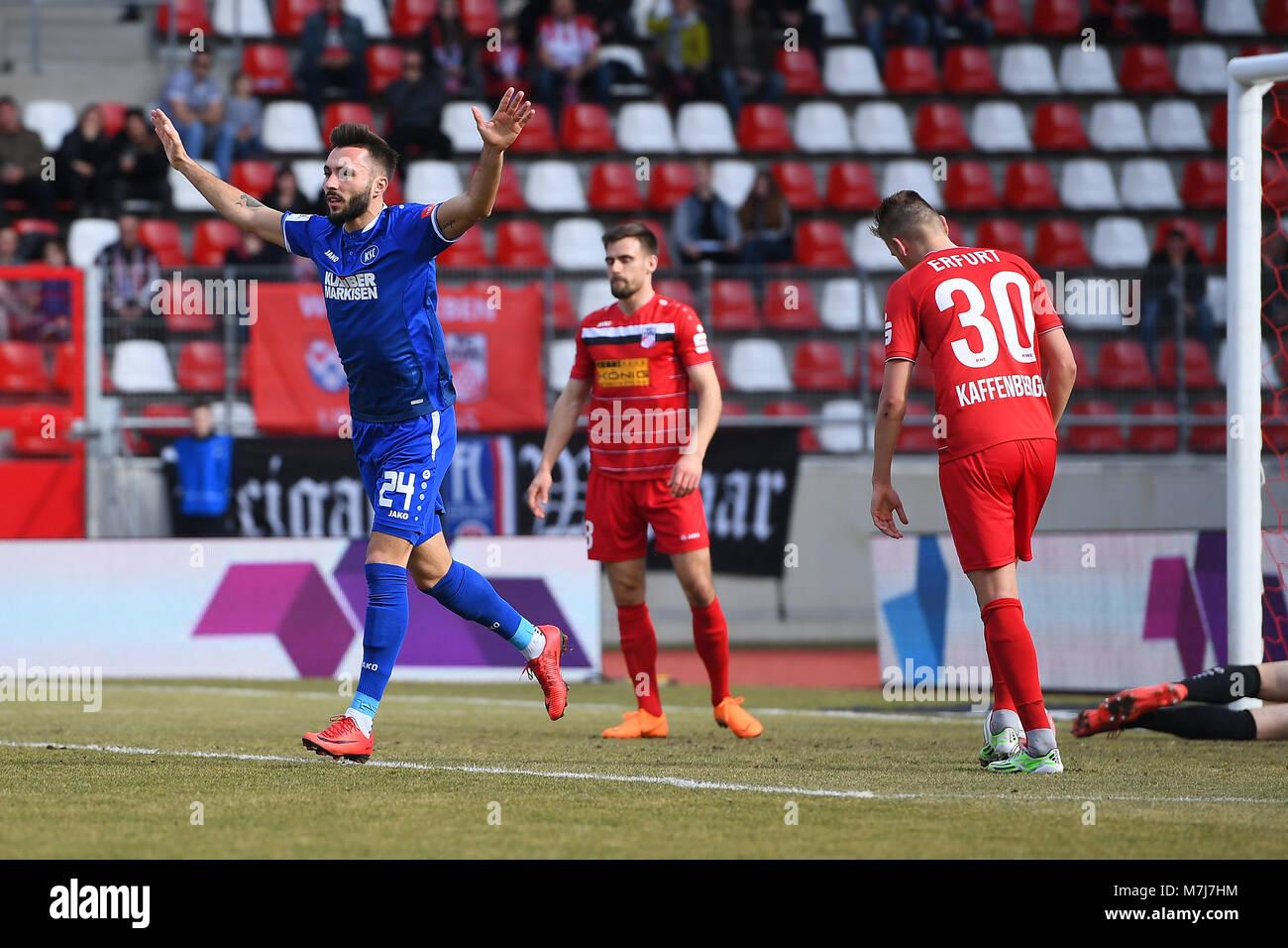 jubilation ueber das goal zum 0:1: goalschutze Fabian Schleusener (KSC, l.).  GES/ Fussball/ 3. Liga: RW Erfurt - Stock Image