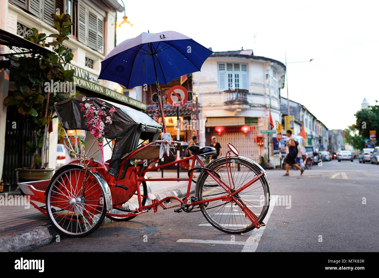 Rikshaw and traditional Chinese shop houses in the UNESCO World Heritage zone of Georgetown in Penang, Malaysia Stock Photo
