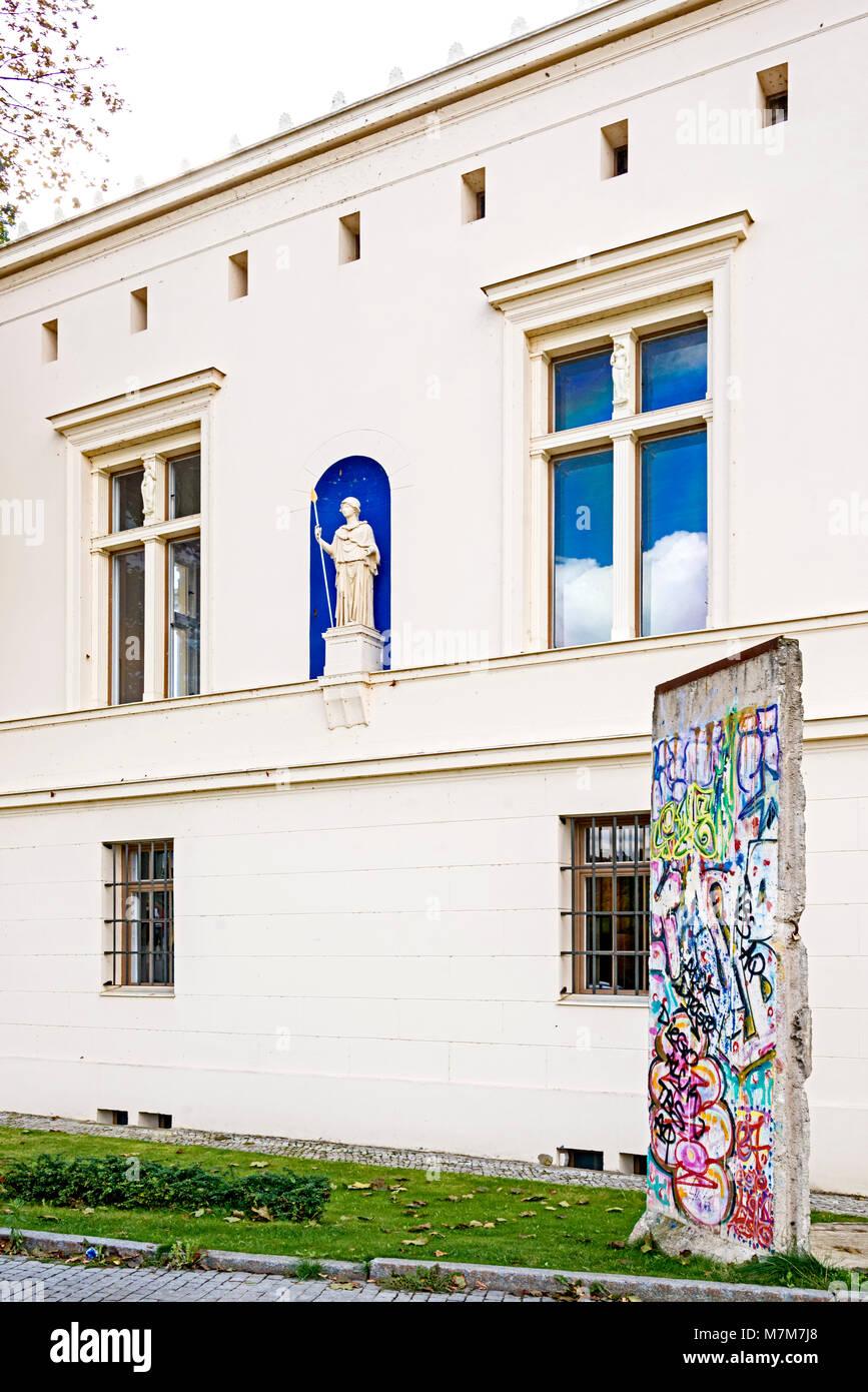 Potsdam (Germany): Villa Schoeningen near the Glienicker Bridge; Villa Schöningen an der Glienicker Brücke - Stock Image