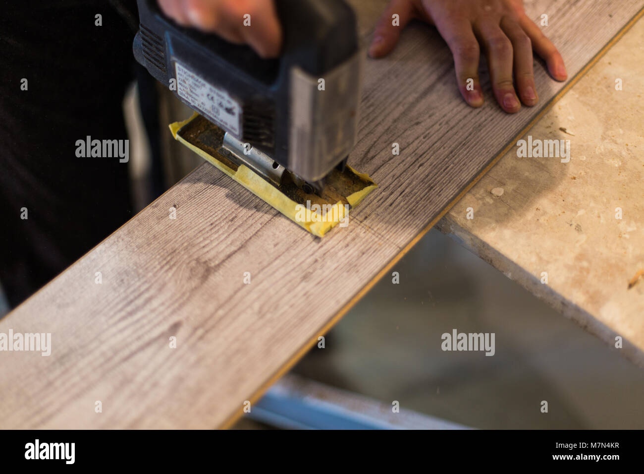 Contractor Cutting Laminate Flooring Lengthwise Workers Cutlaminate With Electric Saw