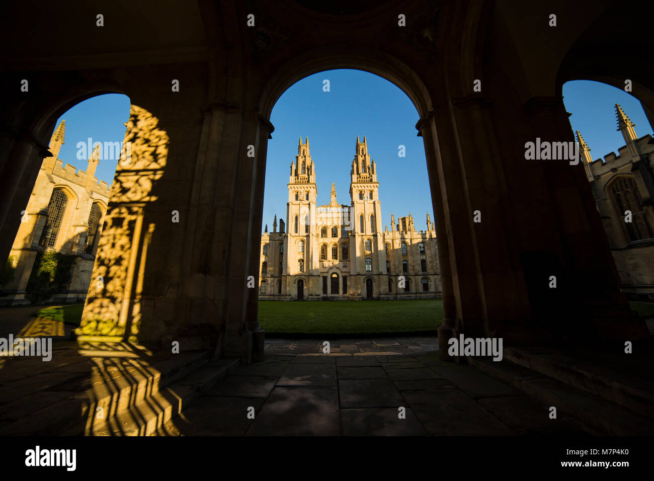 view of oxford buildings thru arches under blue sky - Stock Image