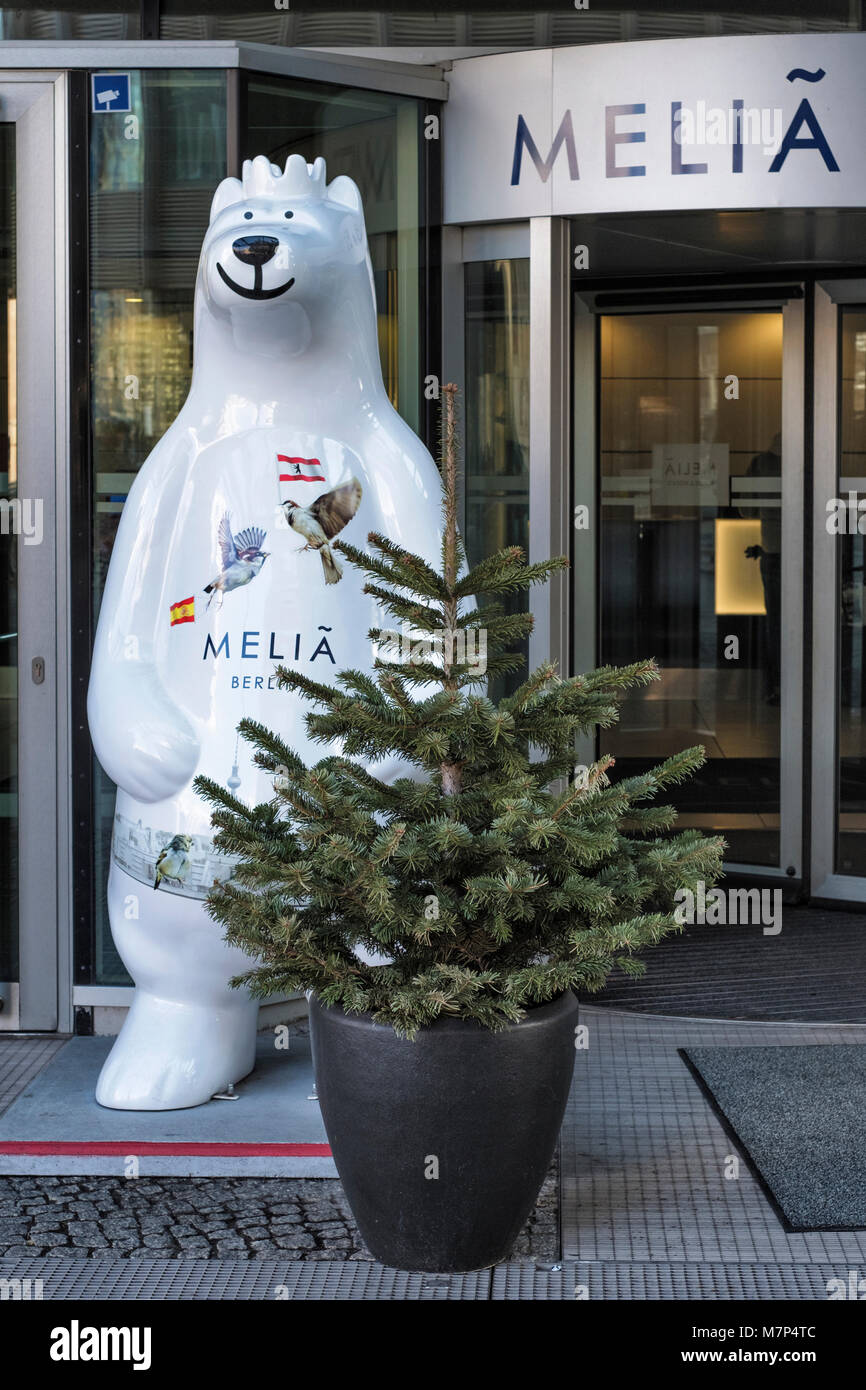 Berlin Mitte, Melia Hotel. Four star luxury hotel in Friedrichstrasse. Entrance with Buddy Bear emblem and Christmas - Stock Image