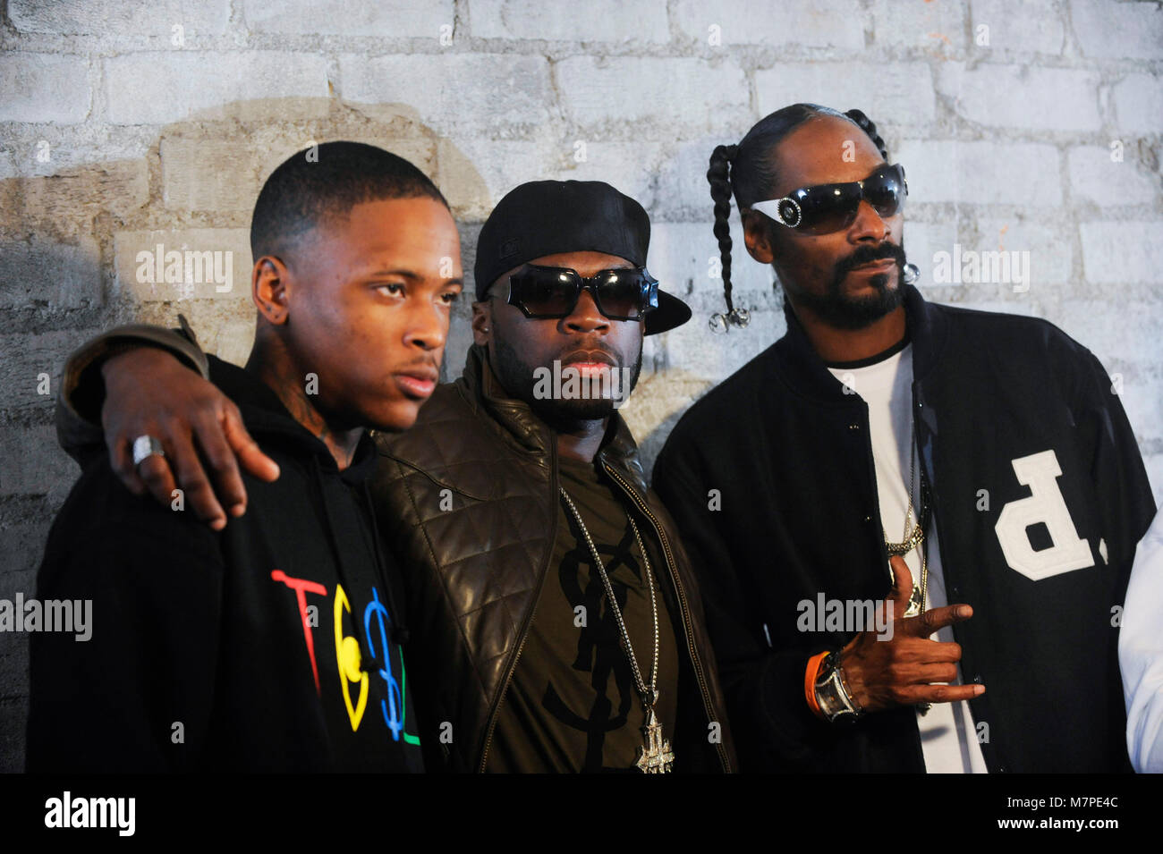 L R Yg 50 Cent Snoop Dogg On Set At The Toot It Boot It Stock Photo Alamy