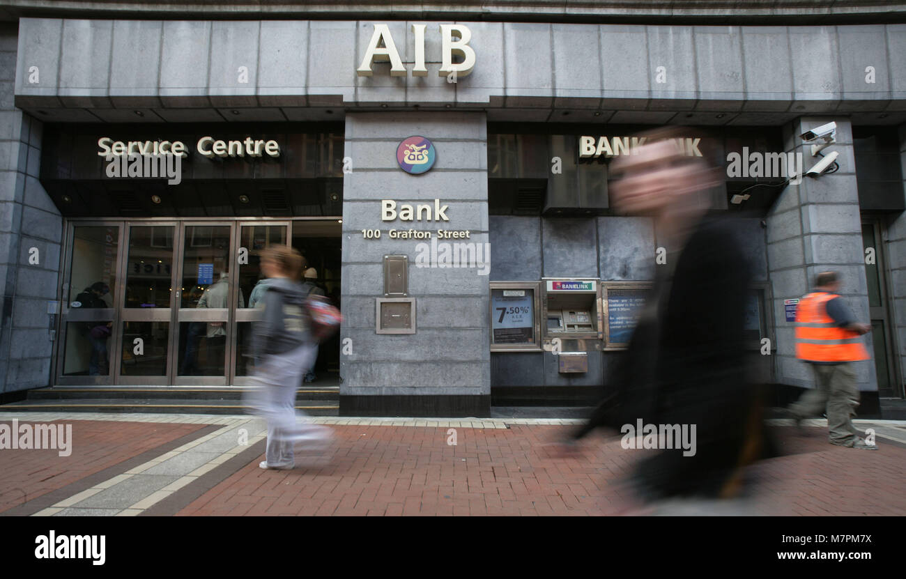 Allied Irish Bank in Grafton Street Dublin, Ireland, 1 Oct, 2008. The Irish government has acted to shore up its - Stock Image