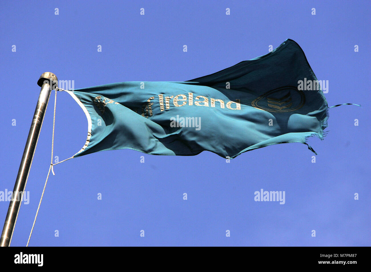 A tattered flag flys above the Bank Of Ireland Headquarters in Dublin, Ireland, 1 Oct, 2008.The Irish Government - Stock Image
