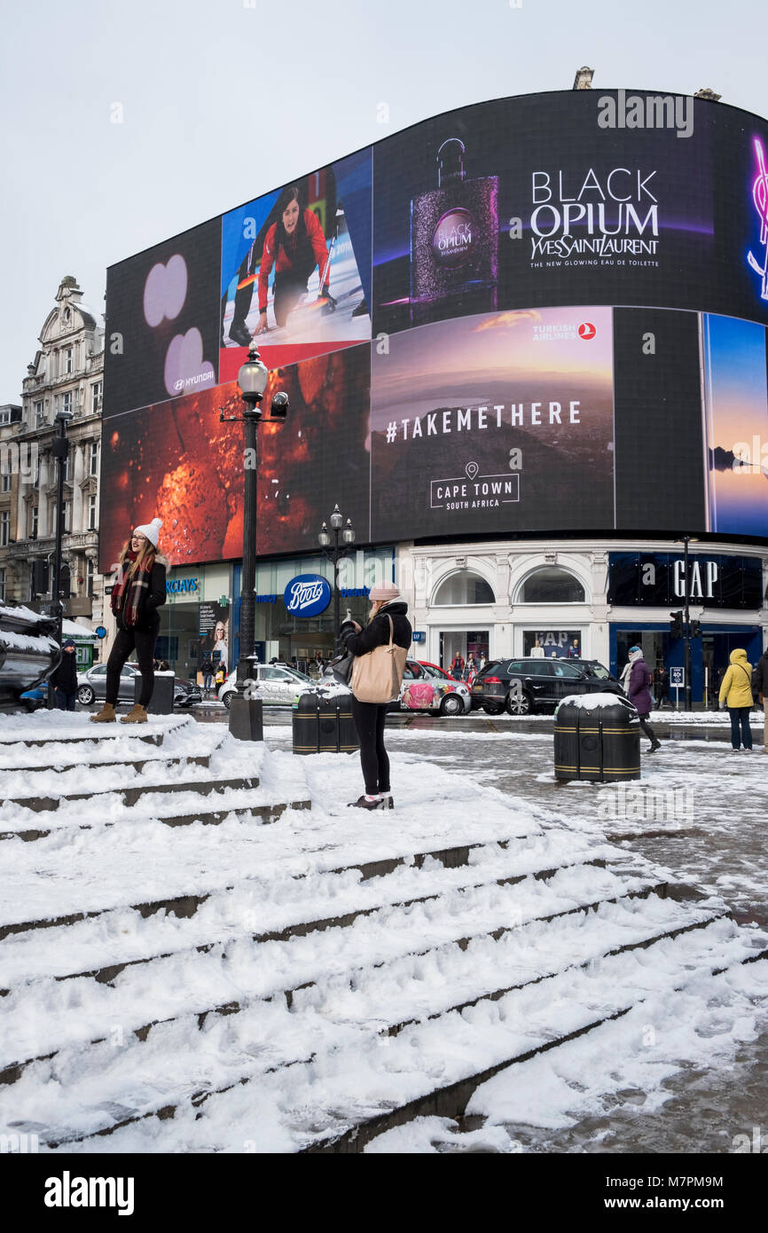 Snow fall in London winter 2018 - Stock Image