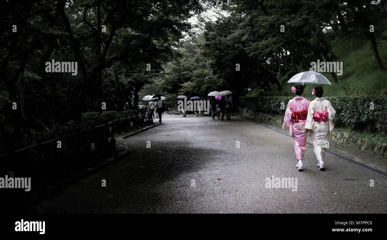 ladies wearing yukata at kiyomizu-dera, kyoto, japan - Stock Image