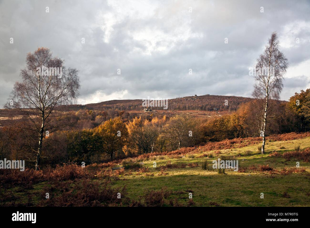 MOTHER CAP TOR AND SUMMIT AS SEEN FROM LONGSHAW PEAK DISTRICT NATIONAL PARK - Stock Image