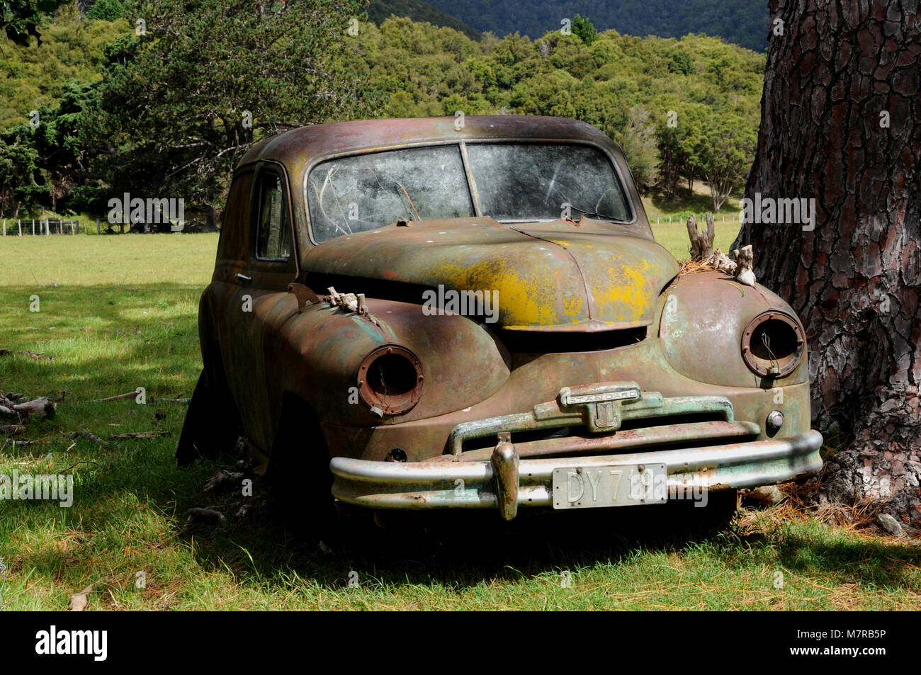 A Standard Vanguard lies abandoned in a field on New Zealand\'s South ...