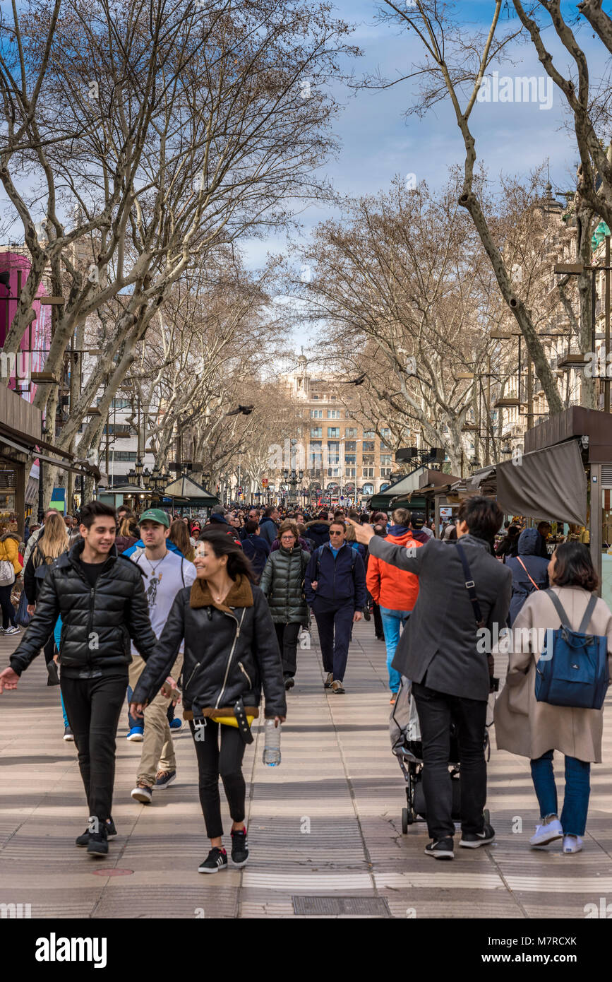 Tourists walking along the famous Rambla pedestrian mall, Barcelona, Catalonia, Spain - Stock Image