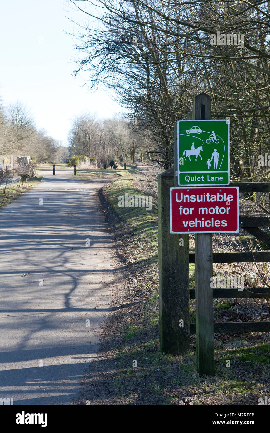 Quiet Lane and sign, Devil's Punchbowl, Hindhead, Surrey, UK - Stock Image