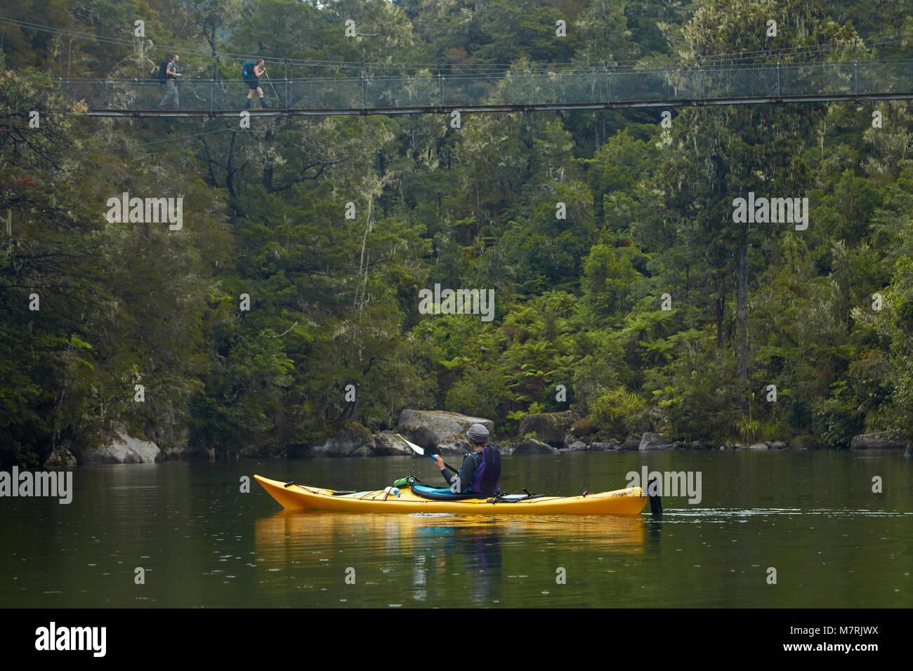 Swingbridge and kayak, Sandfly Bay Lagoon, Abel Tasman National Park, Nelson Region, South Island, New Zealand - Stock Image