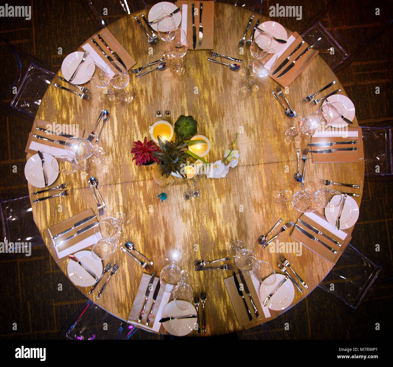 An overhead view of a banquet hall table setup. - Stock Image