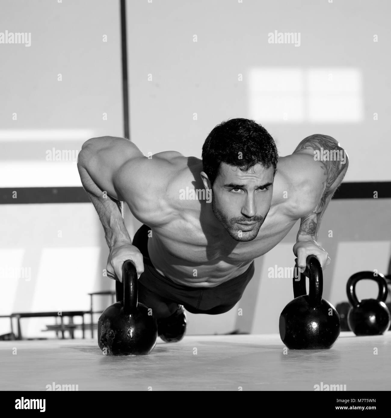 hombres y mujeres fitness, deporte culturismo y pesas - Stock Image