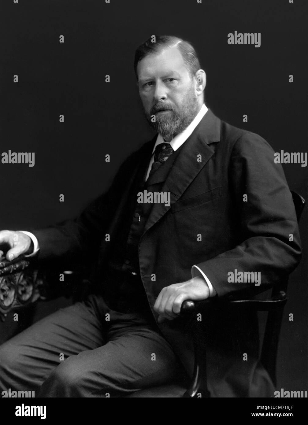 Bram Stoker. Portrait of the creator of Dracula, Abraham 'Bram' Stoker (1847-1912), c.1906. - Stock Image