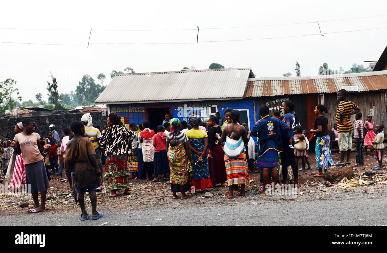 Congolese women gather outside a government welfare office in Goma. - Stock Image