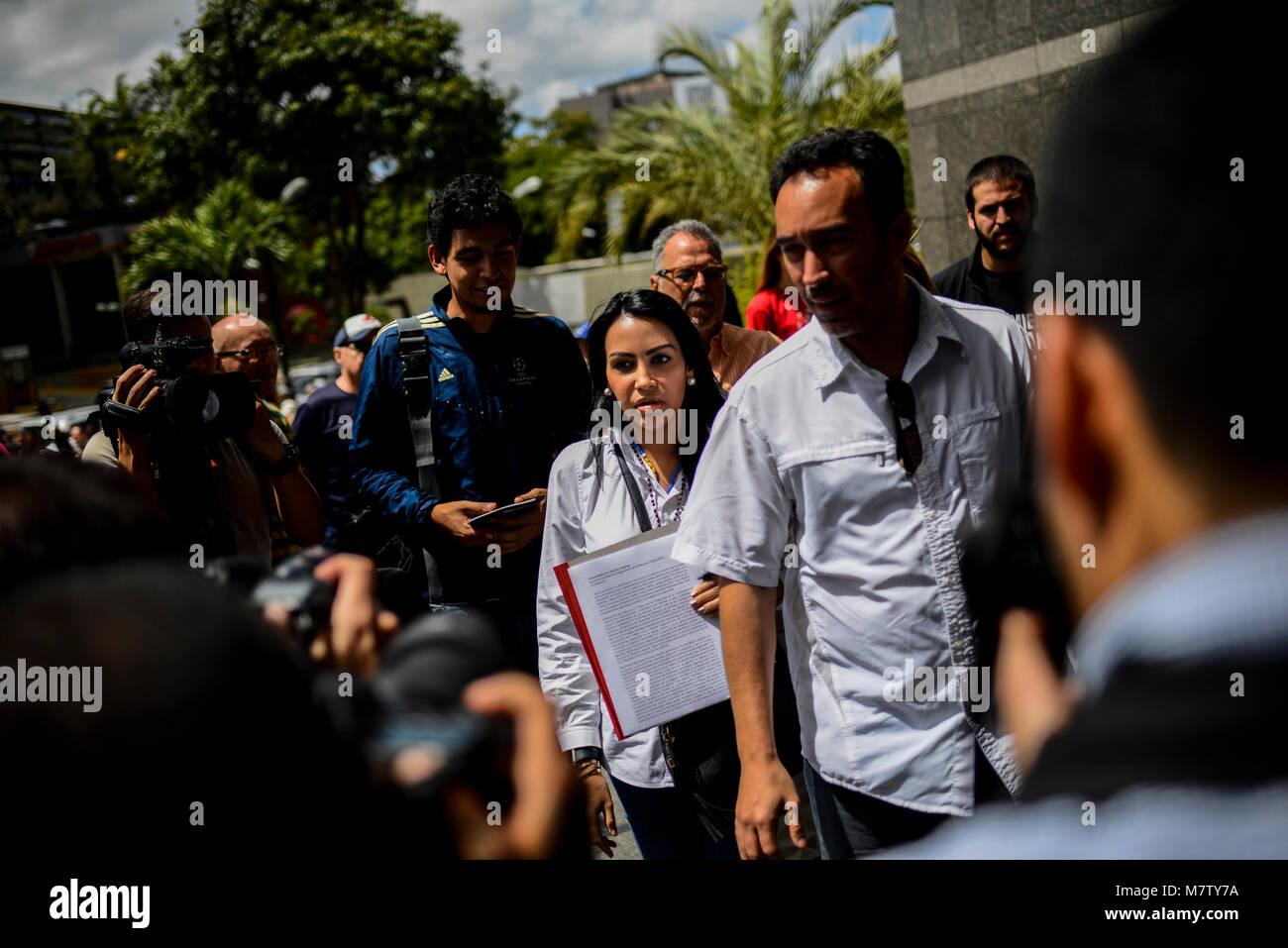 12 March 2018, Venezuela, Caracas: The delegate Delsa Solorzano (C) hands over a document to UN representatives - Stock Image