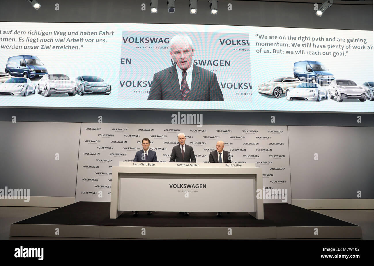 Berlin, Germany. 13th March, 2018. Hans-Gerd Bode, head of communications of Volkswagen (left to right), Matthias - Stock Image