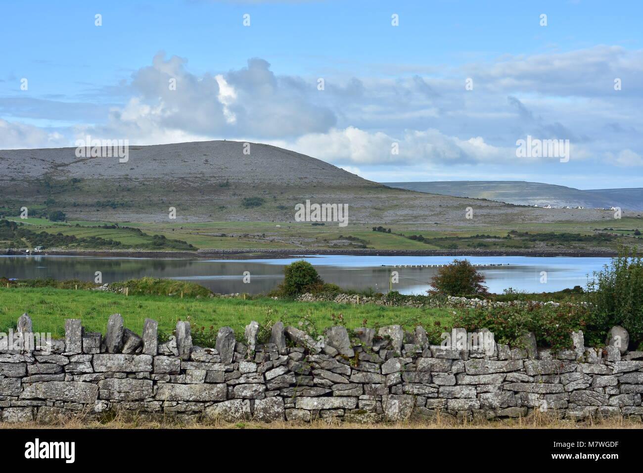 Karst landscape of Burren Plateau around Bell Harbour in western Ireland. - Stock Image