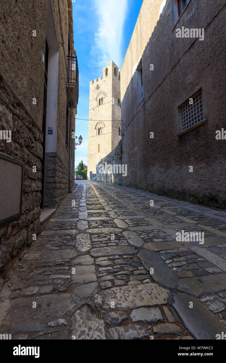 Alley in the old town, Erice, province of Trapani, Sicily, Italy - Stock Image